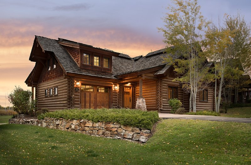 Teton Springs Cabin with Private Hot Tub and Air Conditioning, holiday rental in Swan Valley