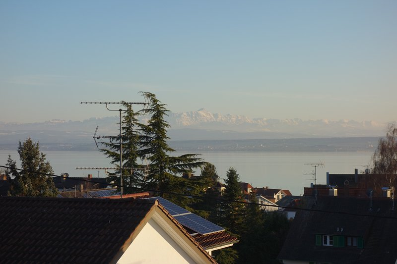 precioso lago y vistas de los Alpes