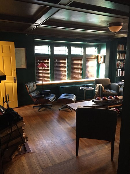 Vista de la sala de estar de la sala / estudio
