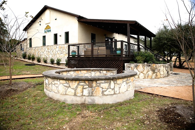 La Aldea House - Asante Lodging and Events, vacation rental in Dripping Springs