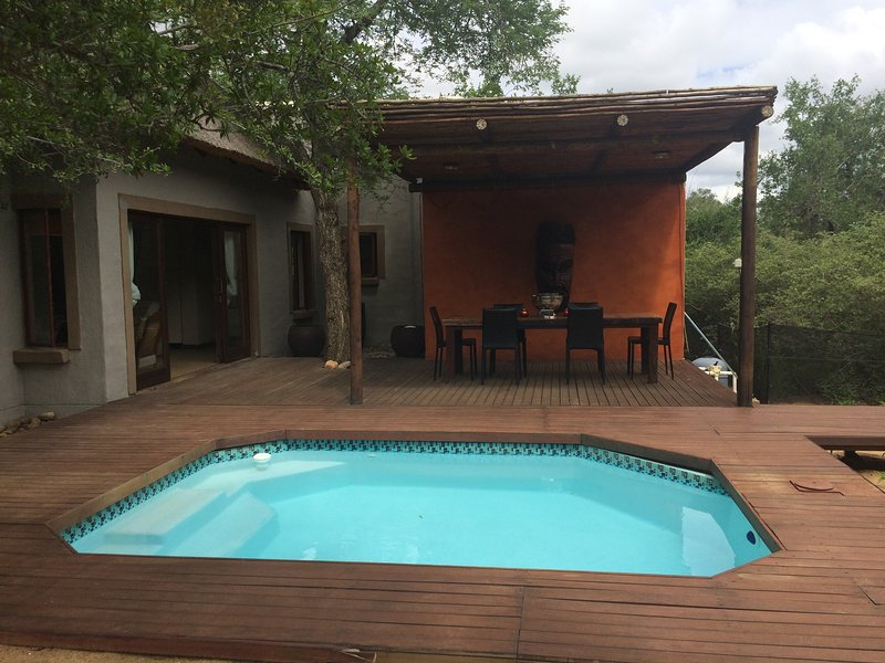 Leadwood Lodge,2 Upmarket self cater lodges ,set amoungst indiginious bushveld, holiday rental in Balule Nature Reserve