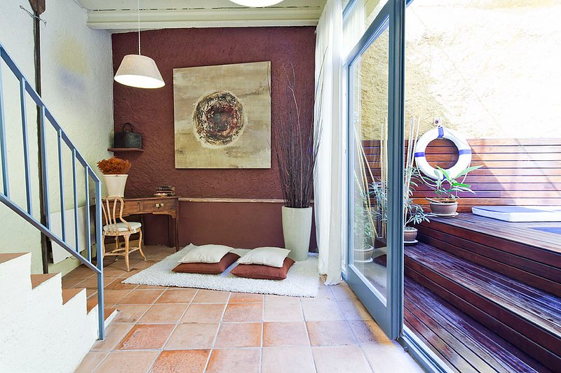 Costabravapartment Casa Ullastret  old stone village house, small swimming pool, holiday rental in Llabia