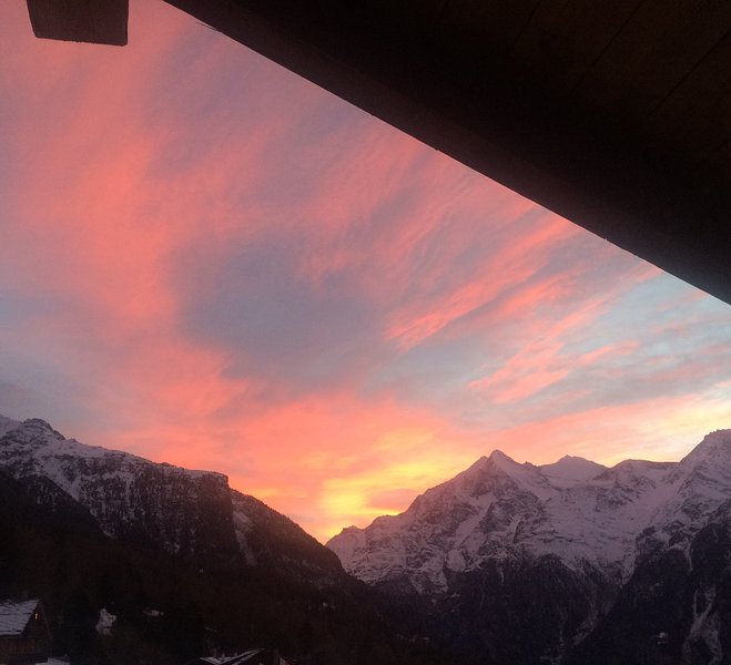 Charming Alpine Gem for 2-4 Guests, location de vacances à St. Niklaus
