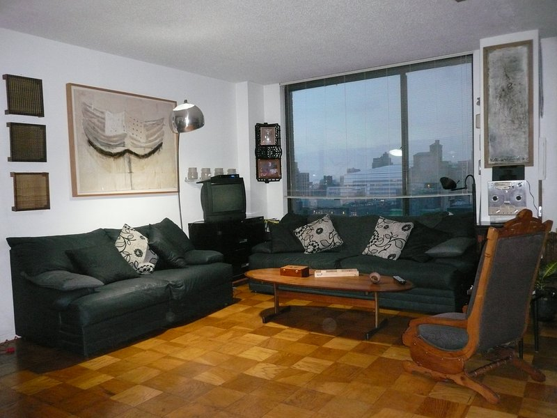 Sunny and spacious home - the real NYC experience, holiday rental in New York City