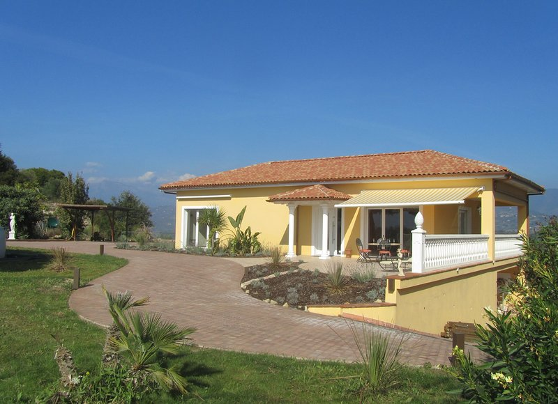 Quiet and Private Love Nest, vacation rental in Vallecrosia