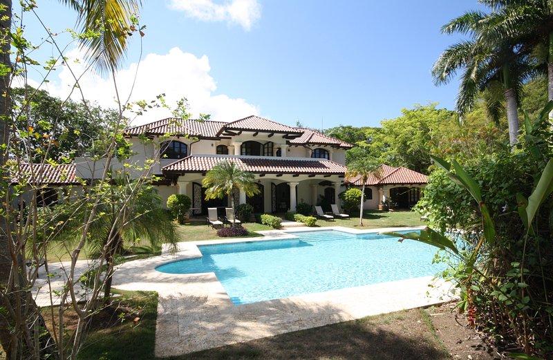 Villa jardín y piscina