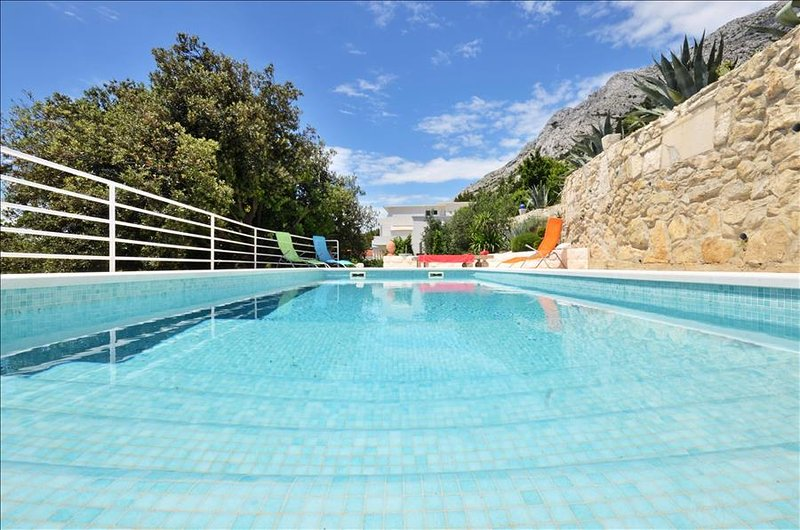 Elegant villa with swimming pool for 10 people, location de vacances à Kucice