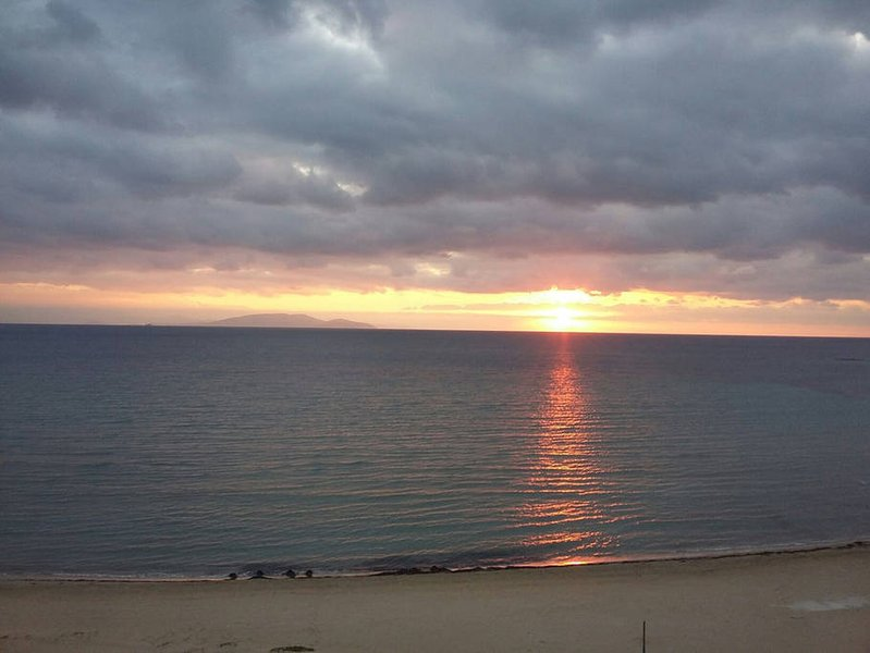 Apartment by the sea, near the airport., holiday rental in Artemida