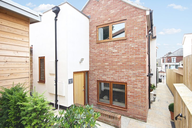 Luxury 2 Bed Apartment in Popular Norwich Area, holiday rental in Norwich