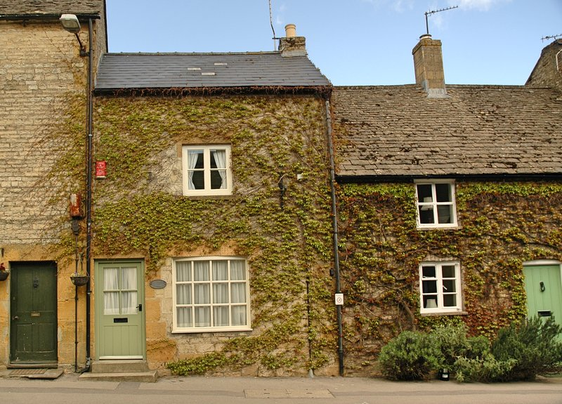 Honey Cottage, right in the heart of Stow with pubs and shops on the doorstep