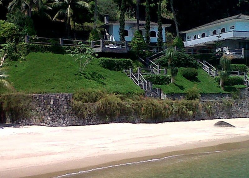 Beautiful House with private beach, aluguéis de temporada em Ilha Grande