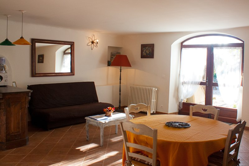 MURIER charmant gîte pour 2 à 4 pers, holiday rental in Ollieres