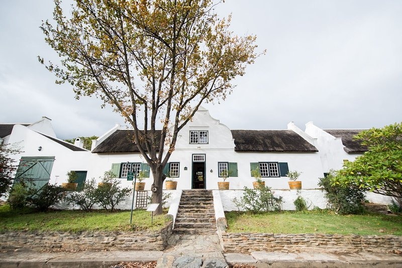 Yellow Wood Self Catering House - Cape Dutch Quarters, vacation rental in Riebeek Kasteel