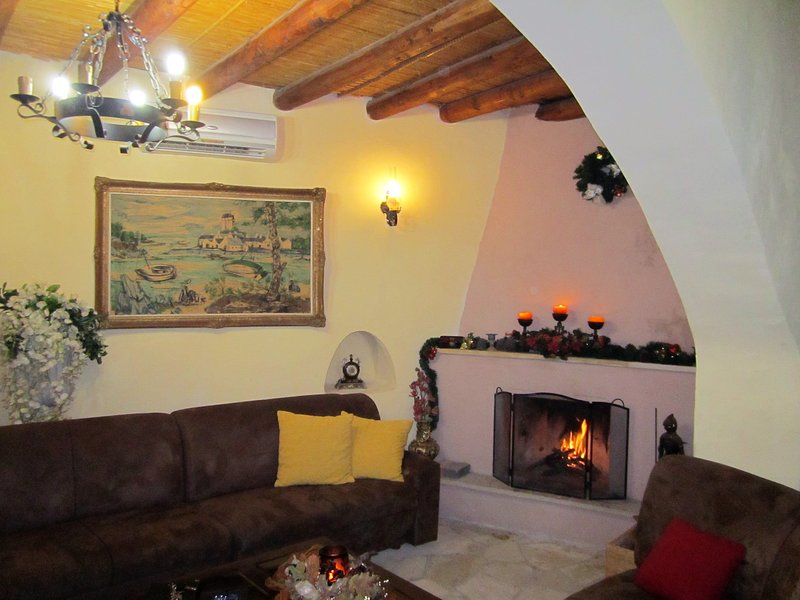 Traditional House for 2-8 persons, holiday rental in Kornos