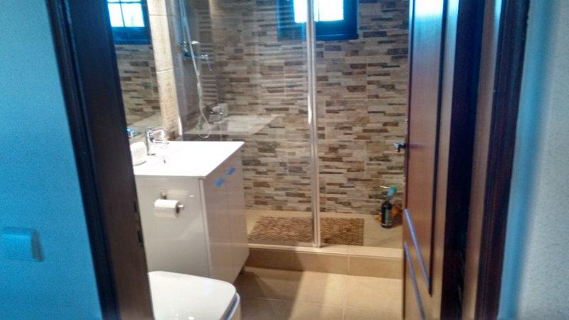 Vista alternativa de baño