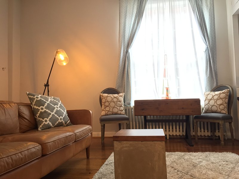 Gorgeous Rittenhouse Apartment with outdoor space, location de vacances à Palmyra