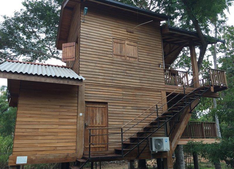 Wilpattu Tree House hotel is echo friendly, boutique type hotel near park, vacation rental in Wilpattu National Park