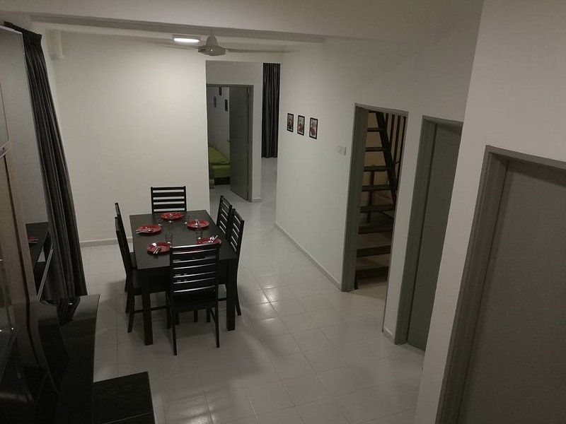 Stay99 Merdeka (with an attic room), alquiler vacacional en Durian Tunggal