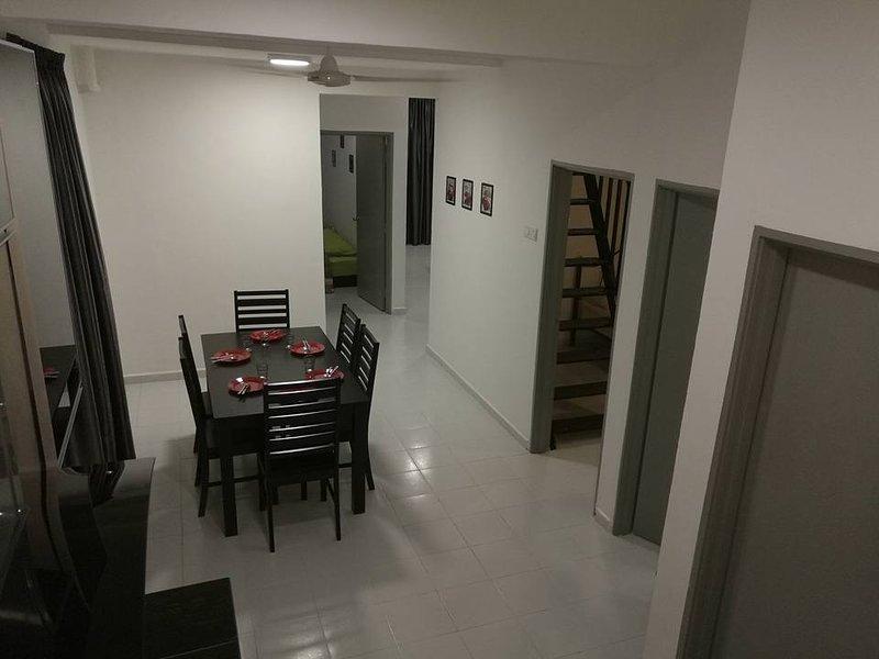 Stay99 Merdeka (with an attic room), alquiler de vacaciones en Bemban