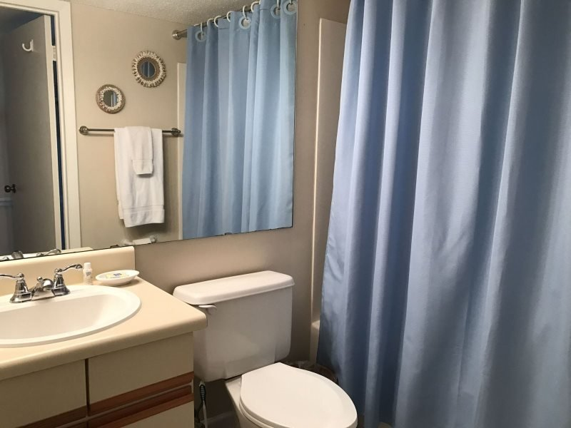 Bathroom,Indoors,Sink,Toilet