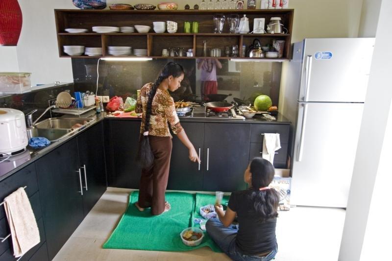 Le petit déjeuner, le déjeuner et le dîner peut être servi! Le coût du personnel est inclus dans le prix.
