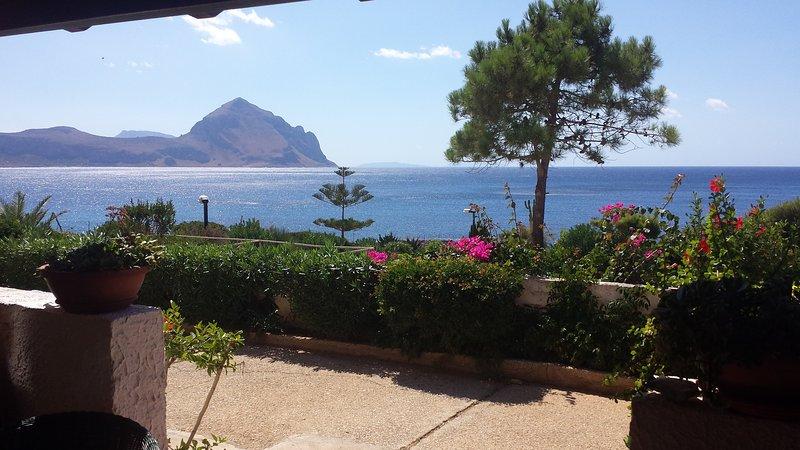 Villetta sulla baia di Makari a due passi dal mare, location de vacances à Zarbo di Mare