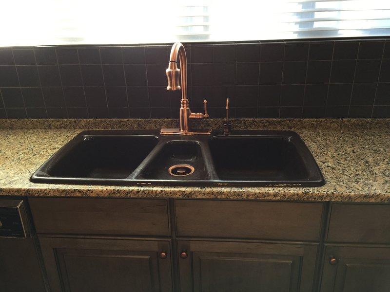 herrajes de bronce en la cocina