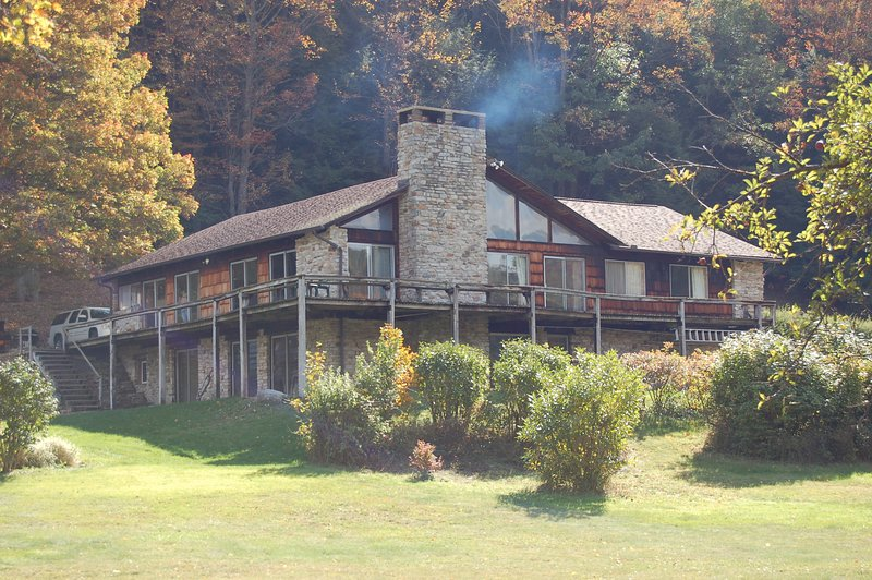 600 Acre Private Mountain Paradise, vacation rental in Central City