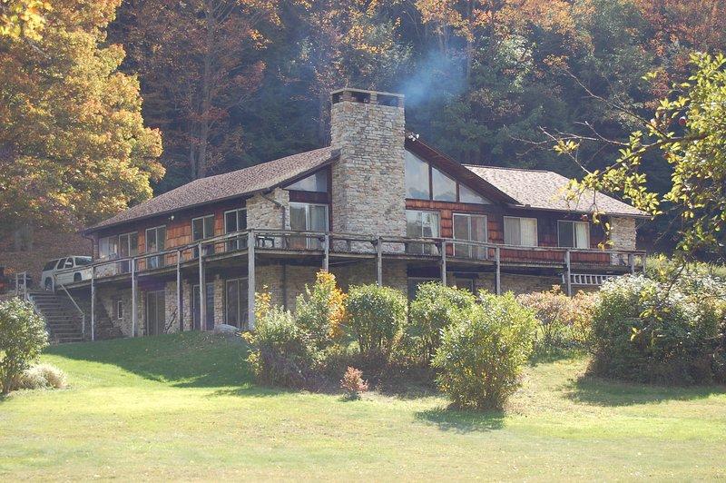 600 Acre Private Mountain Paradise, casa vacanza a Bedford