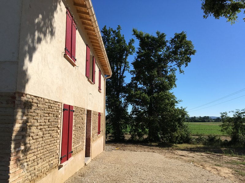 Gite La maison des vendangeurs 8 personnes, holiday rental in Caussade