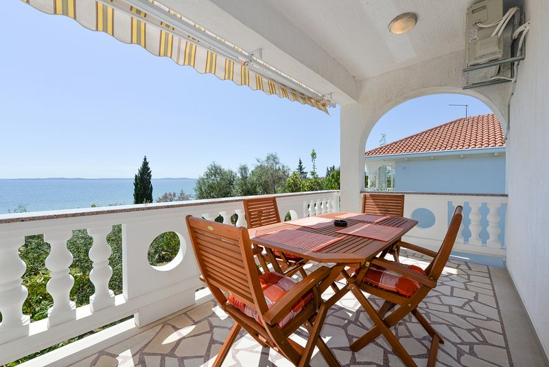 Villa Mate - seafront villa, vacation rental in Privlaka