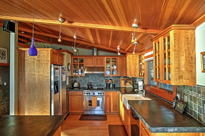 The chef of the group will love preparing delicious home-cooked meals in the gorgeous, fully equipped kitchen.