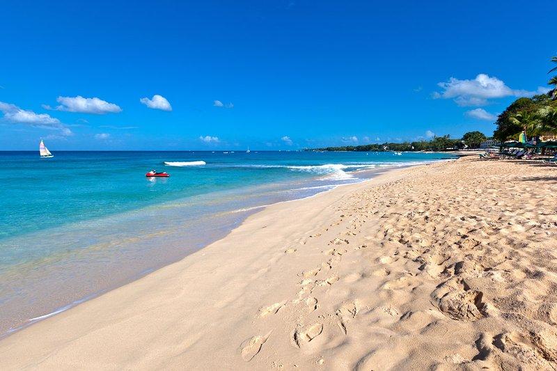 Glitter Bay Estate - Beach for miles!