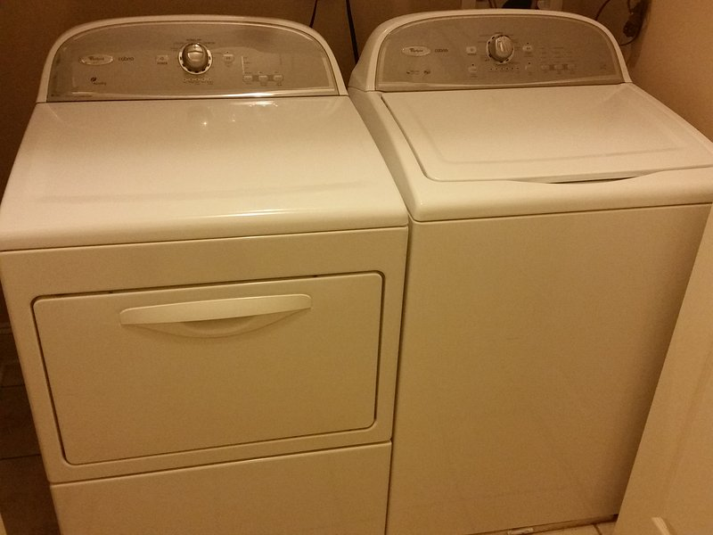 rondella e asciugatrice in unità. Forniamo detersivo e asciugatrice fogli privi di profumo.