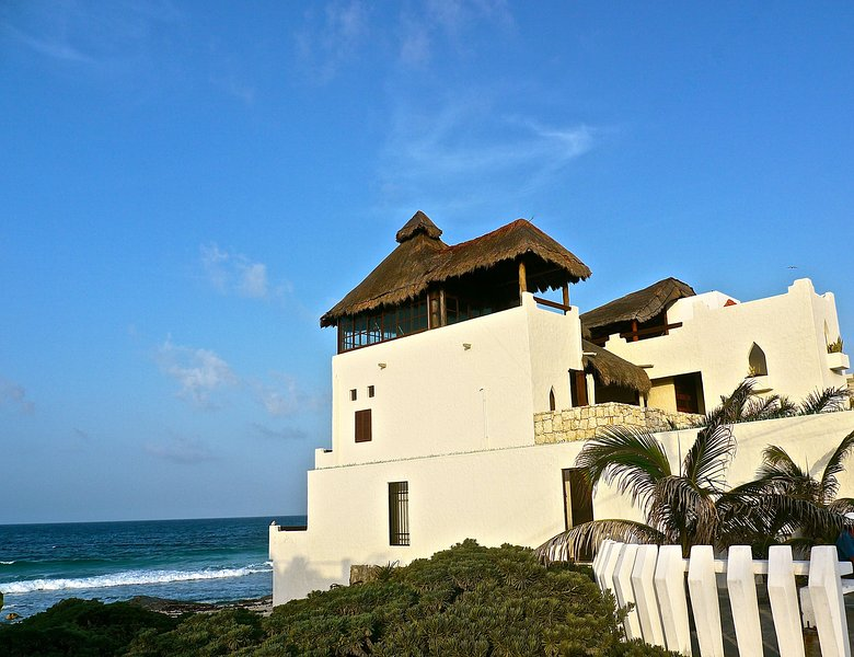 MAGI AZUL - CARIBE BEACH HOUSE - Beach Front Moroccan Villa with Gorgeous Views, holiday rental in Isla Mujeres