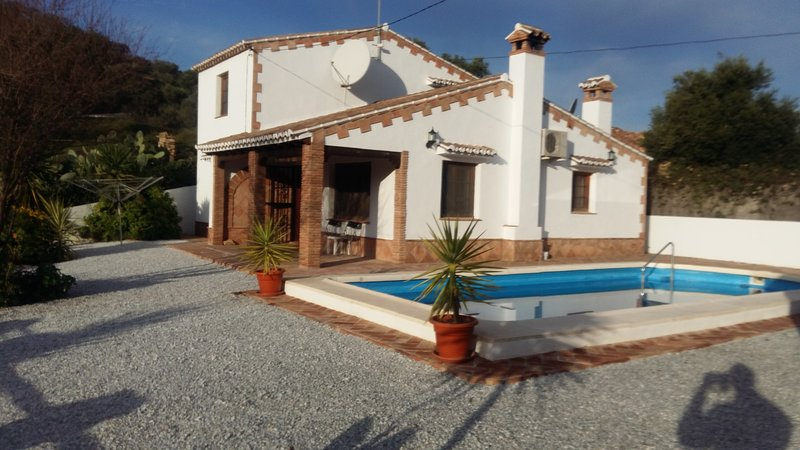 Spacious detached villa with private floodlit pool. +25% Off your second week, holiday rental in Vinuela