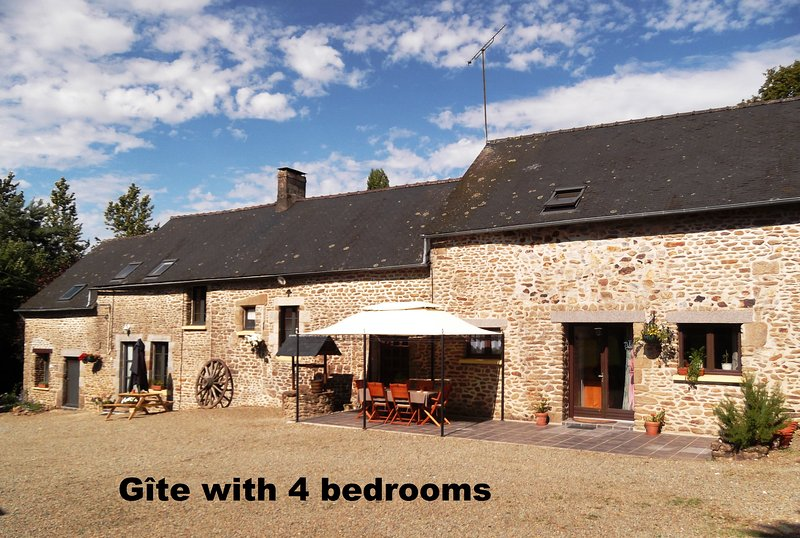 Farmhouse gite in rural Mayenne, France (4 bedrooms), vacation rental in Saint-Aignan-de-Couptrain