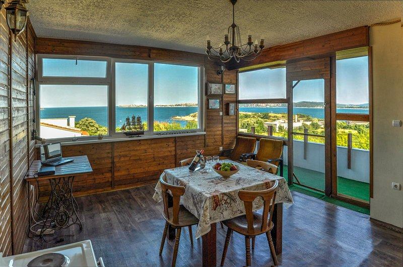 Top floor of Villa  Sunrise, aluguéis de temporada em Sozopol