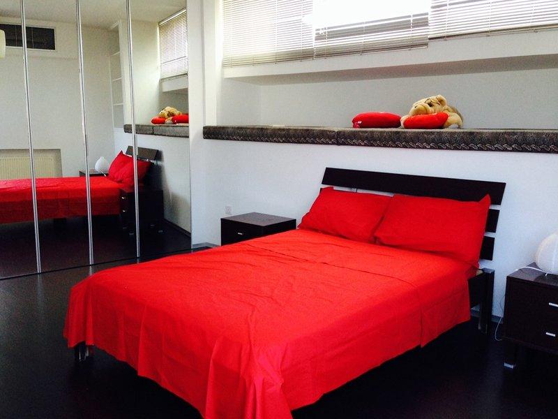 Villa Superba, 3 bedroom villa by the beach, Larnaca, alquiler vacacional en Oroklini