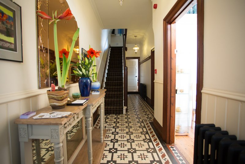 LYNNFIELD: LUXURY HOME SLEEPS 10:  BY THE COAST AND IN THE NATIONAL PARK., holiday rental in Robin Hood's Bay
