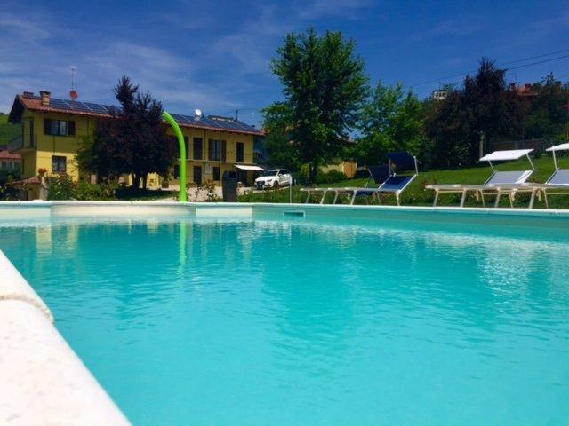 Monolocale vista piscina Vergne Barolo La Morra, holiday rental in Bene Vagienna