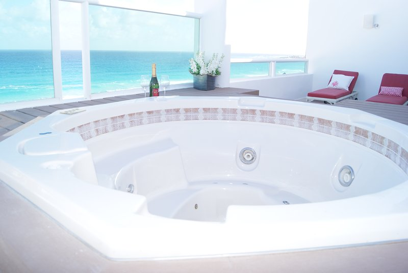 Trip Advantages Oceanview Private Jacuzzi for up to 4 people in Cancun Hotel Zone