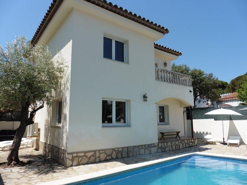 Klimatisiertes  Haus mit Pool für 9 Personen mit allem Komfort ausgestattet., aluguéis de temporada em L'Escala