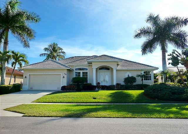 Stylish waterfront home w/ heated pool & private dock, vacation rental in Marco Island
