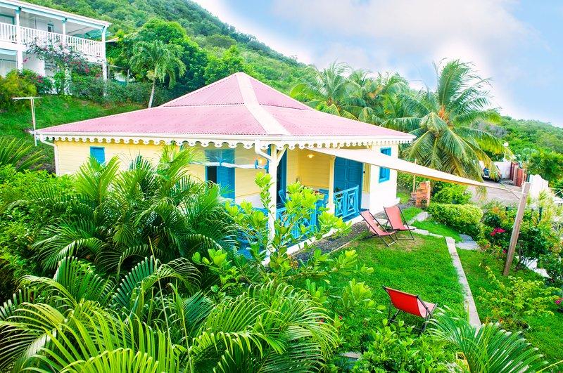 villa indépendante grand confort, jardin fleuri, exceptionnelle vue mer, hamac, fauteuils, BBQ.
