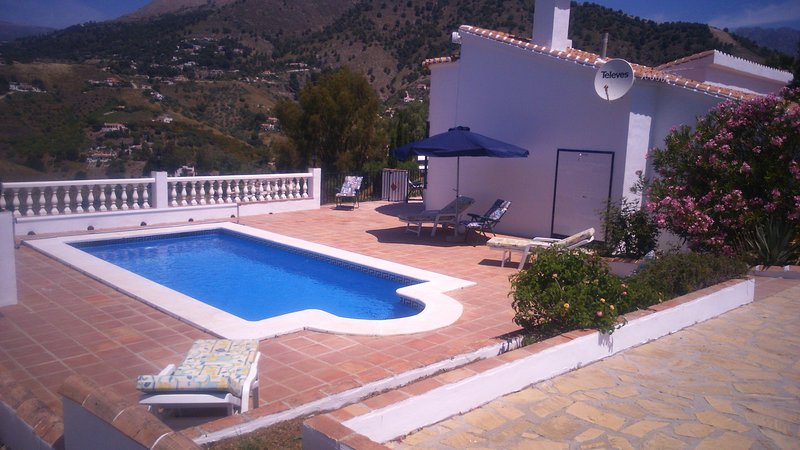 Idyllic country Villa with a pool, jacuzzi & BBQ set in the Competa mountains