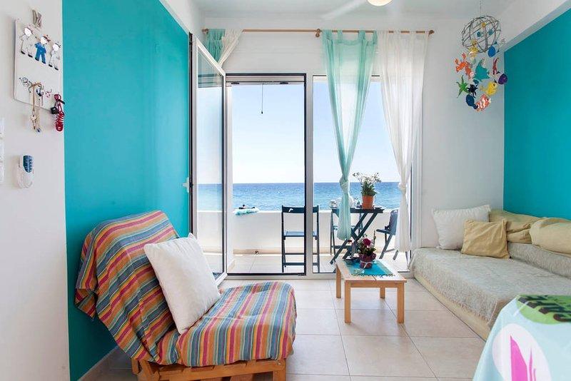 Relaxing front beach house, aluguéis de temporada em Tertsa