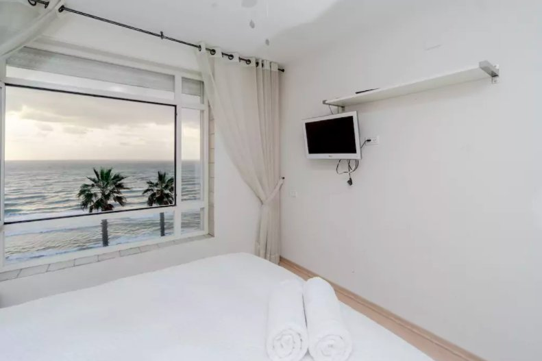 Full cable TV with the view and sounds of the sea