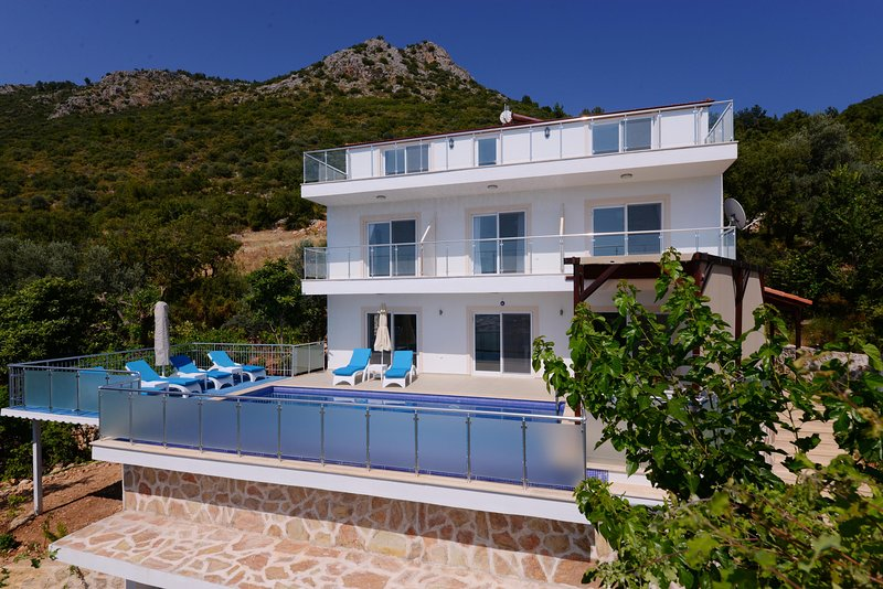 4 BEDROOM SECULED VILLA ASMA, location de vacances à Antalya