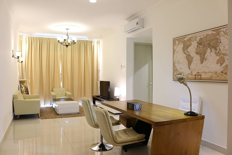Raffles, a great place to stay, Ferienwohnung in Senai